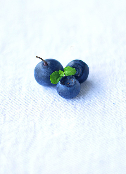 a cluster of blueberries