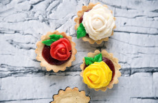 strawberry-rhubarb and buttercream tartlets